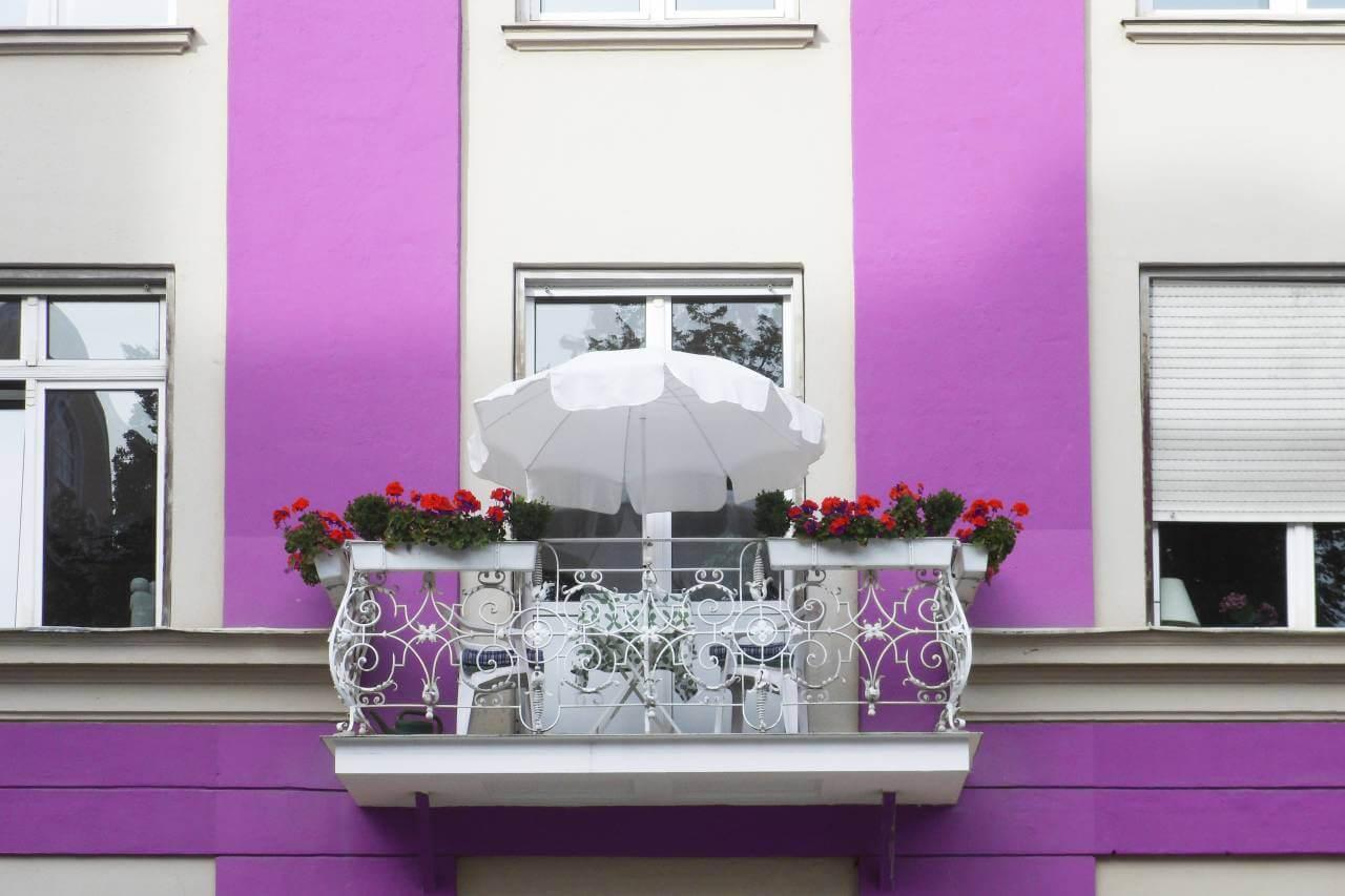 Frühling auf dem Balkon / Cornelia Menichelli / pixelio.de